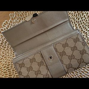 Gucci Bags - 💯 Gucci Wallet Metallic Leather Trim Pewter